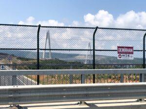 Köprü Üzeri Boru Direkli Tel Çit Uygulaması
